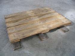 Half heavy pallets - three soles with dice